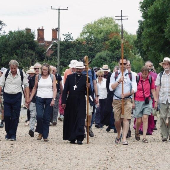 Crowds walking towards Bradwell